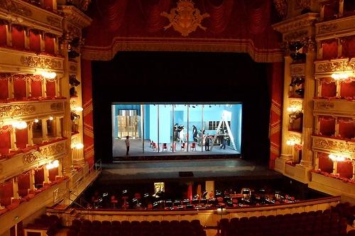 Сцена оперного театра Ла Скала