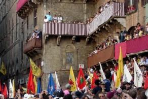 Лошадиные скачки, фото, Палио в Сиене, Тоскана, Италия