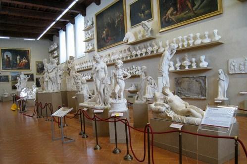 Залы Галереи Академии во Флоренции