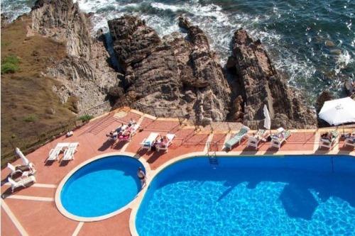 Роскошный бассейн отеля на Сардинии