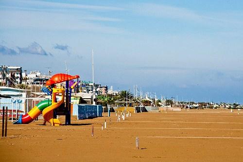 Пляж Белларива в Римини для отдыха с детьми