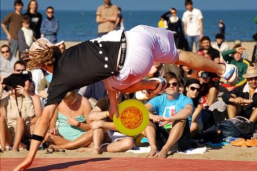 На пляже Марина Чентро каждый вечер проходят шоу
