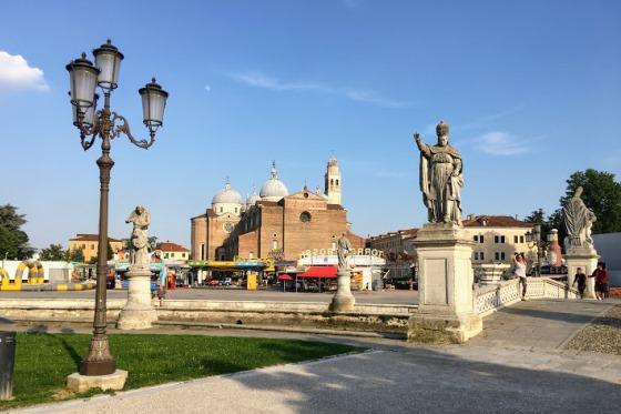 Площадь Прато-делла-Валле в Падуе, Италия