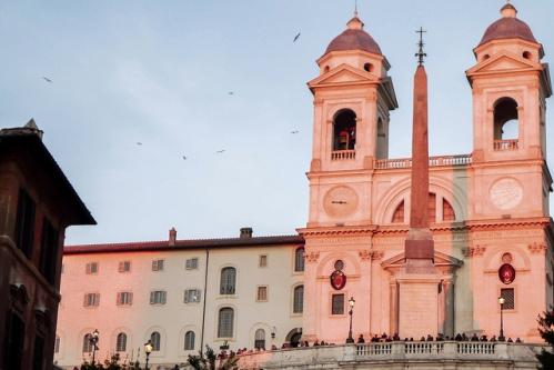 Церковь Санта-Тринита-деи-Монти в Риме