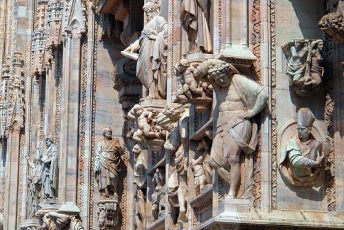 Количество статуй на соборе Дуомо в Милане
