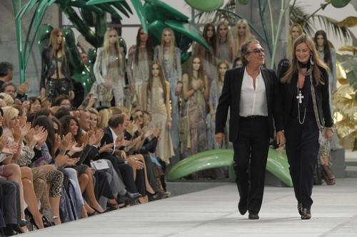 Как попасть на неделю моды в милане молитва на работу девушке