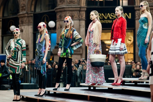 Модные дефиле на улицах Милана