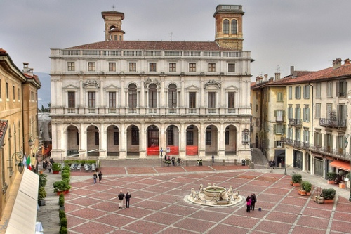 На Пьяцца Веккья находятся самые главные достопримечательности Бергамо