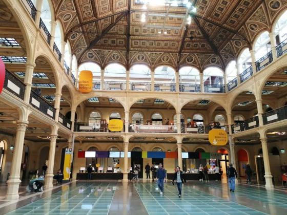 Библиотека Салаборса на площади Нептуна в Болонье