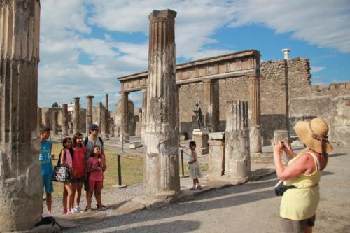 Регулярные экскурсии в Помпеи