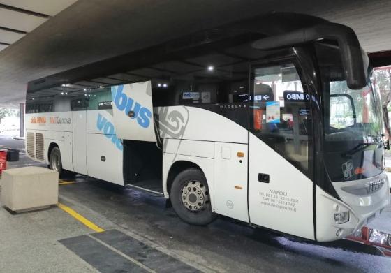Автобус Vplabus в аэропорту Генуи