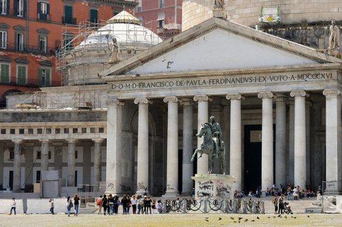 Экскурсия по Неаполю, фото, площадь Плебисцита, памятник Фердинанду I, Неаполь, Италия