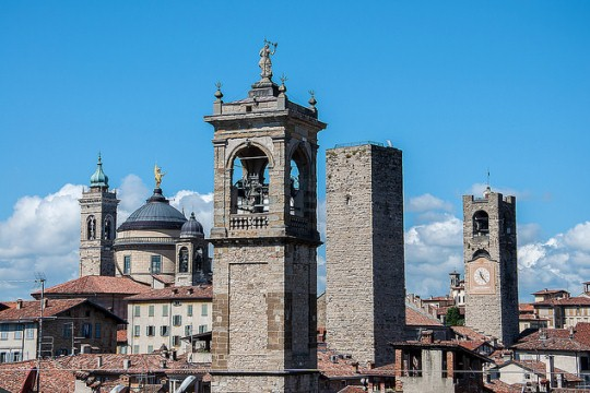 Экскурсия из Милана в Бергамо, фото, башни Бергамо, Ломбардия, Италия