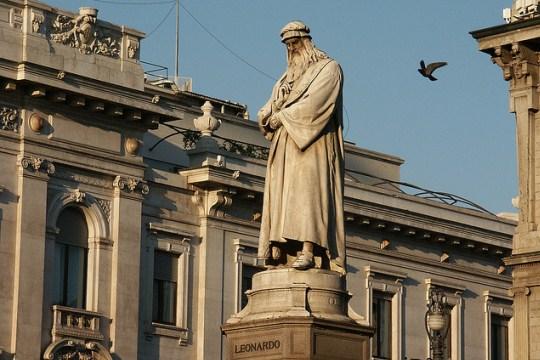 Обзорная экскурсия по Милану на русском языке, фото, Пьяцца делла Скала, Памятник Леонардо да Винчи, Милан, Италия