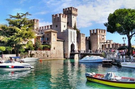 Курортный город Сирмионе в Италии