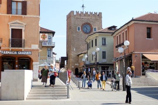 Часовая башня на пьяцца Ферретто в Местре