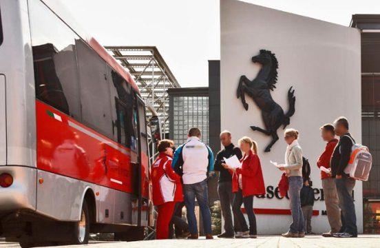 Автобус до музея Феррари