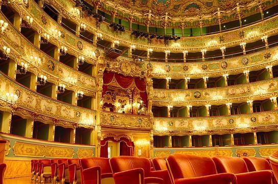 Зал театра Ла Фениче в Венеции