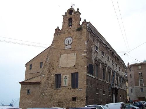 Дворец старейшин в Анконе (Италия)