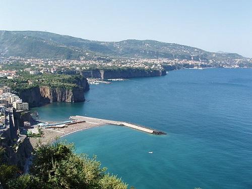 Пляжный отдых в Сорренто в Италии