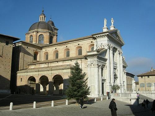 Кафедральный собор в Урбино, Италия