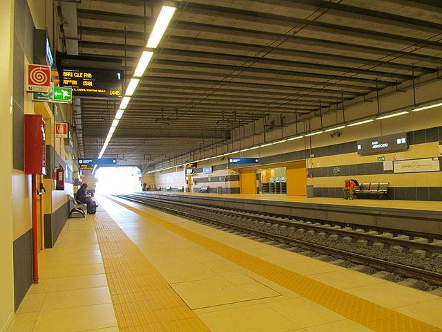 Железнодорожная станция в аэропорту Бари