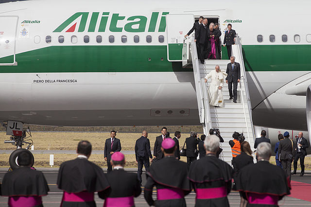 Самолетами Алиталия летает даже Папа Римский