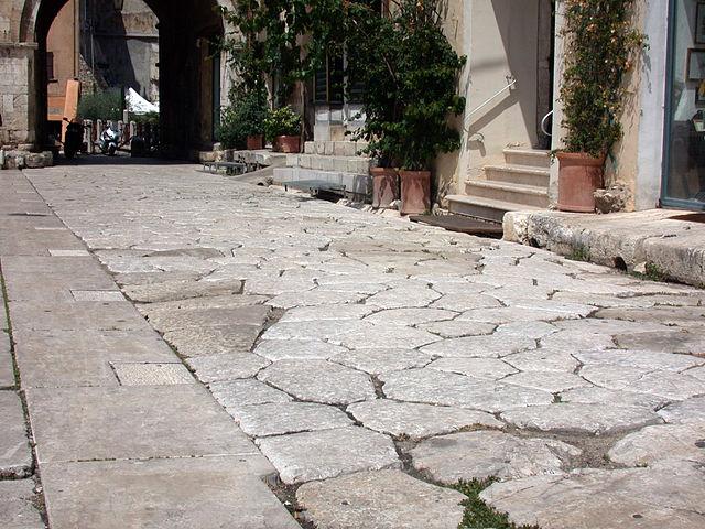 Достопримечательности Террачины в Италии, Аппиева дорога