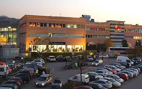 Торговый центр Фокстаун в Швейцарии