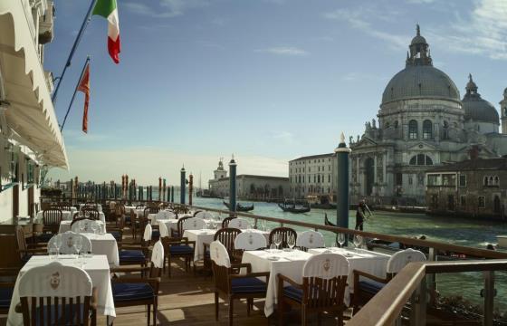 Терасса отеля с видом на Венецию
