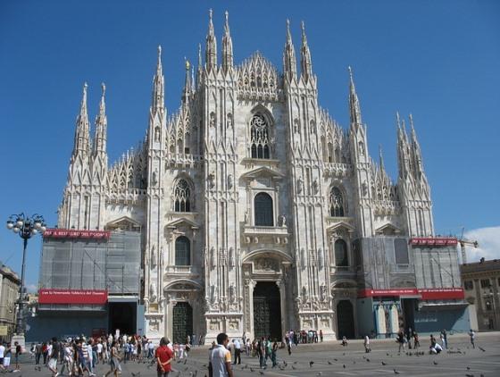 Собор Дуомо в Милане способен вместить до 40 000 человек