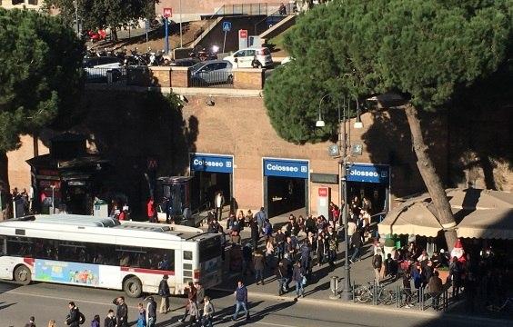 Остановка автобусов в Риме