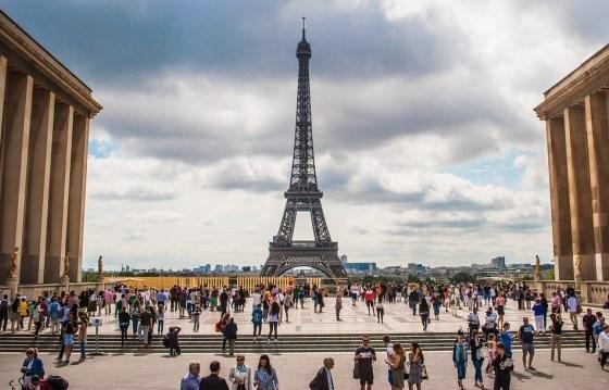 Вид на Эйфелеву башню с площади Трокадеро