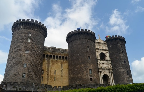 Достопримечательности Неаполя, Замок Кастель-Нуово