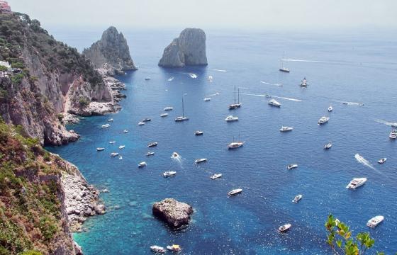 Паромы из Неаполя на остров Капри