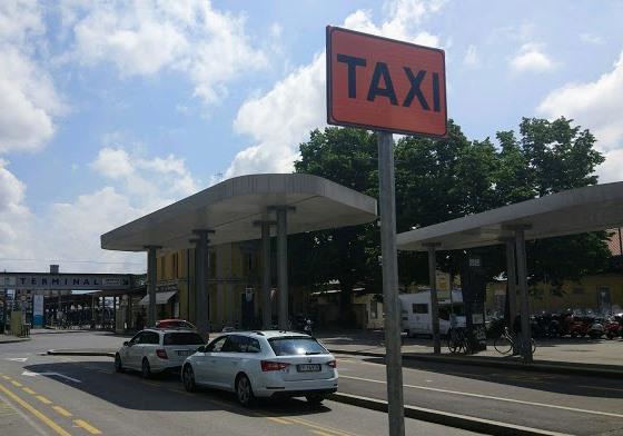 Такси на вокзале в Бергамо