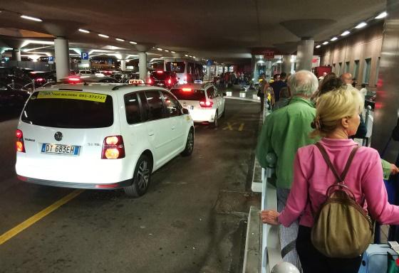 Такси в аэропорту Болоньи
