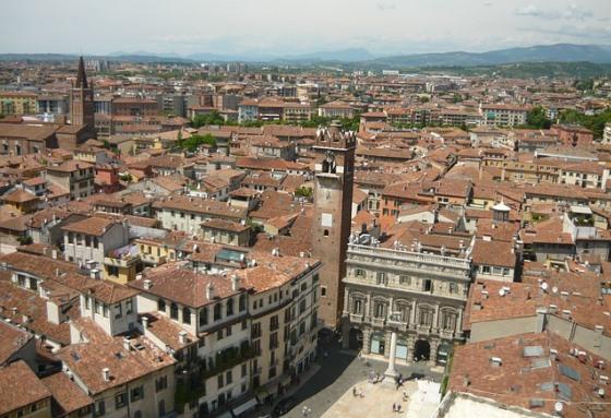 Вид на Верону с башни Ламберти