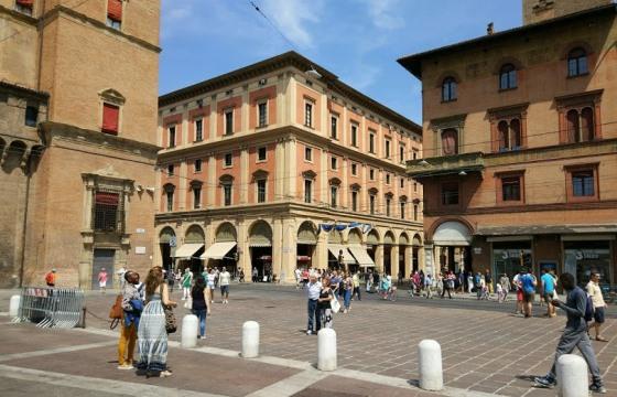 Пьяцца Маджоре в Болонье